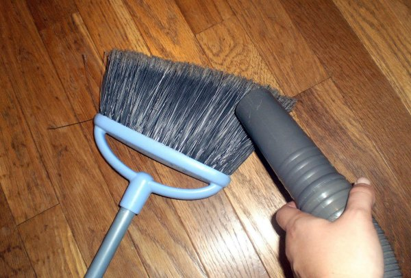 cleaning-the-broom