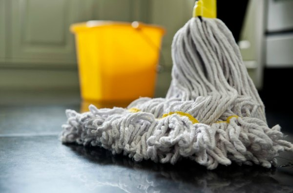 cleaning-the-mop