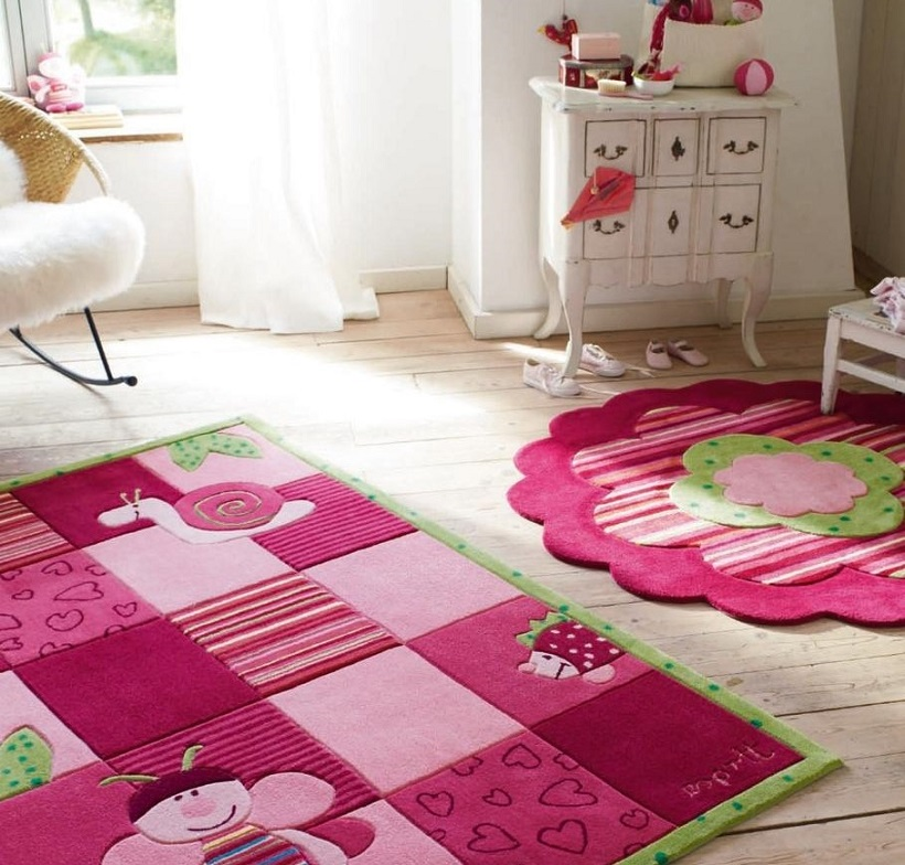 colourful rug in a kid's bedroom